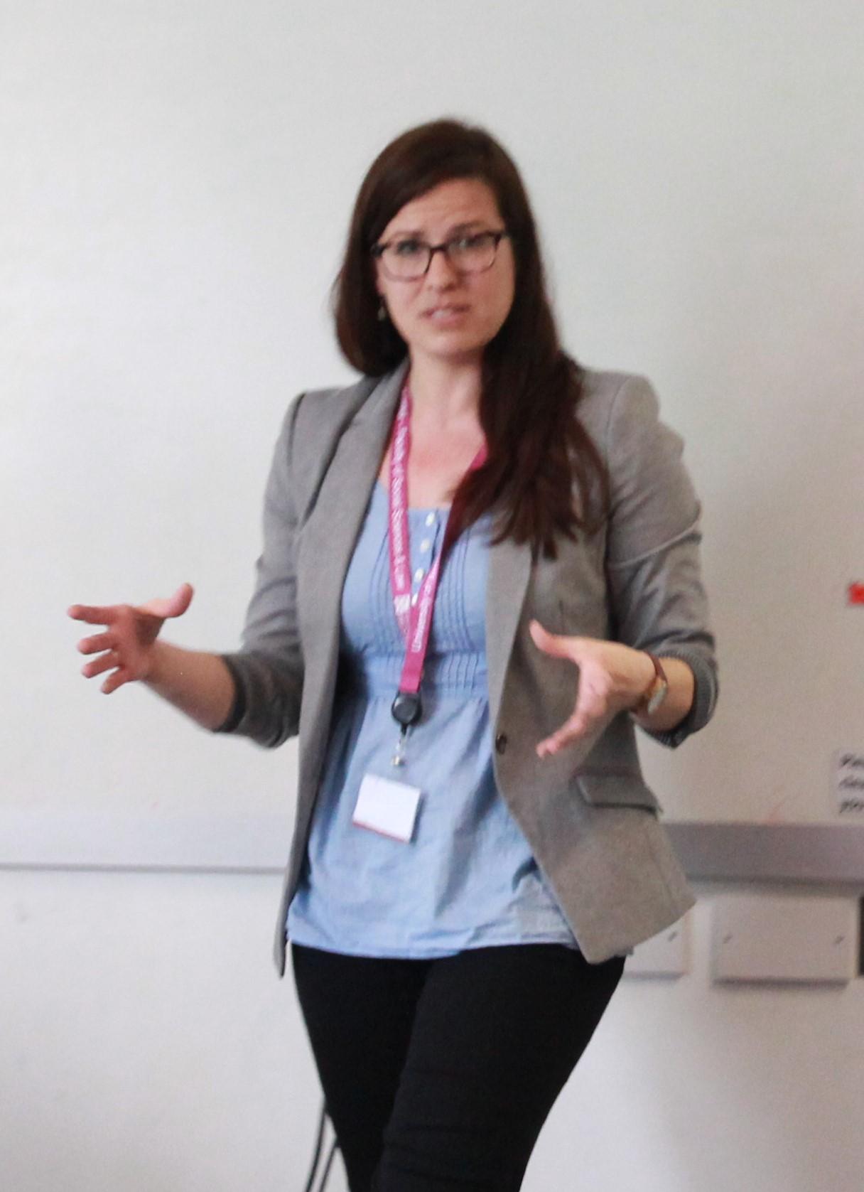Dr Leanne Cameron