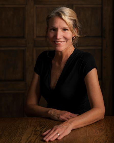 Dr Lesel Dawson